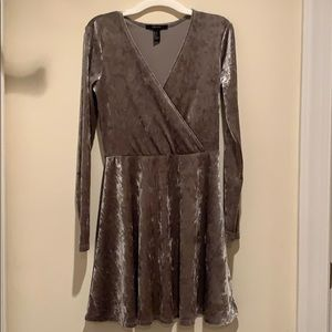 FOREVER 21 VELVET LONG SLEEVE DRESS (silver)